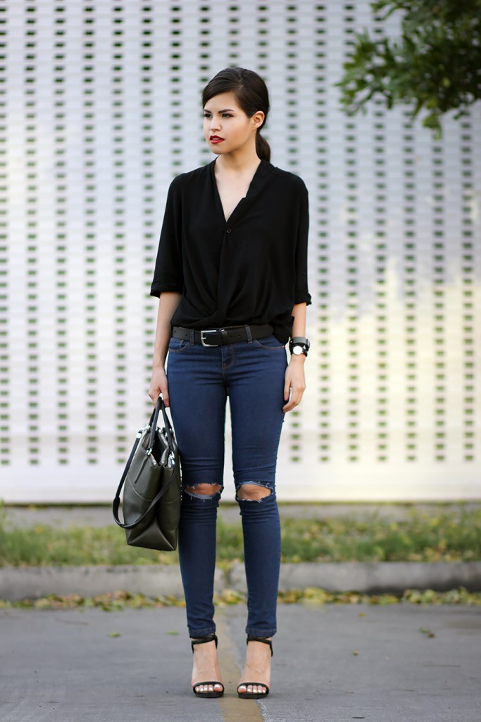 02-busted-knee-jeans-diy-coach-the-borough-wrap-blouse-belt-simple-ootd-blogger-mexicana